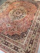 Groot vintage tapijt in oud roze